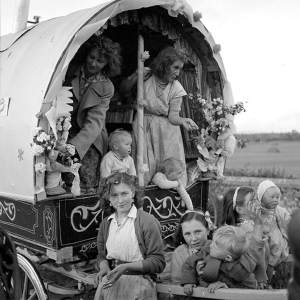 Travellers_Decorated_Caravan_(6136023633)
